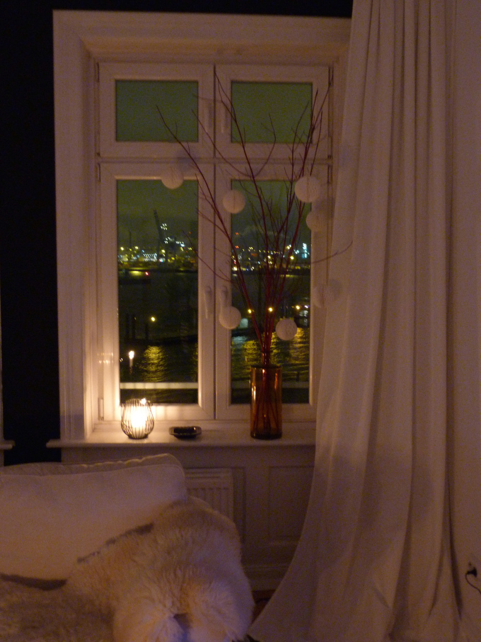 Fenster rechts am Abend