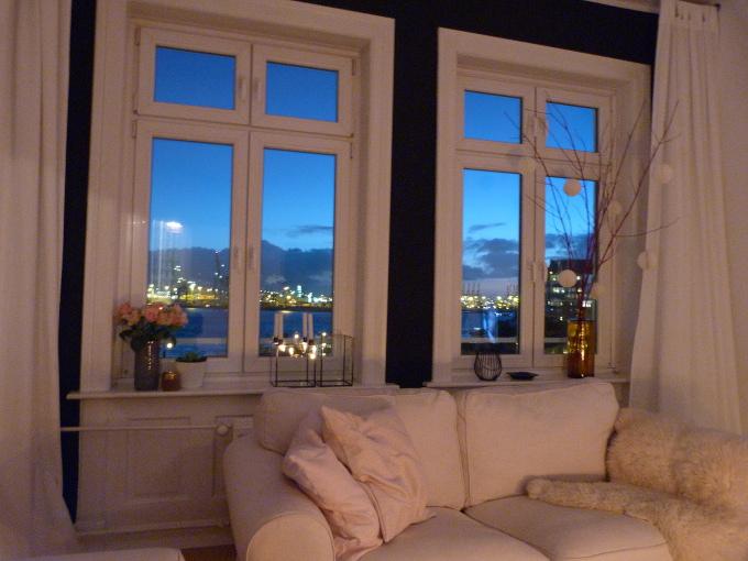 Fensterfront am Abend