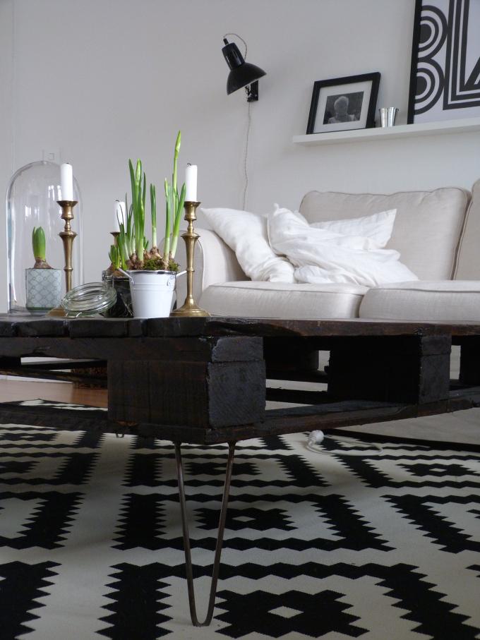 Fruehling im Wohnzimmer mit neuer Scherenlampe Ikea