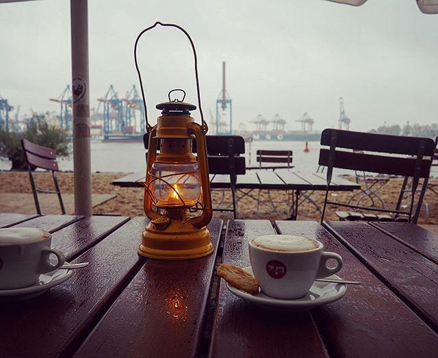 HAMBURG ️ Auch im November kann man mal nen Kaffee draußen trinken