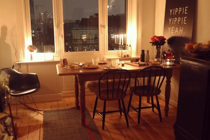 #Küchenprojekt2017 Nun kann ich es offiziell verkünden  #trommelwirbel  Ich werde mit @marquardtkuechen meine Küche bauen ☺️ Freitag bin ich schon im Studio und dann wird final geplant  Was lange währt, wird endlich gut  Natürlich dauert es noch etwas bis zum finalen Aufbau, aber dafür bekomme ich meine Traumarbeitsplatte: Granit  Es wird also endlich wieder spannend in diesem Raum ♀️ #poweredbymarquardt #küche #Küchen #wohnküche #kitchendesign #kitchendecor #dekoration #renovieren #wohnen #wohnung #altbau #einrichten #wohnungseinrichtung #hamburg #hamburgahoi #interieurstyling #interieur #interieurdesign #interiordesigners #finahem #interiorinspo #windows #fenster