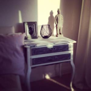 Schlafzimmer Beistelltisch