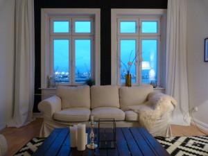 Wohnzimmer schwarze Wand