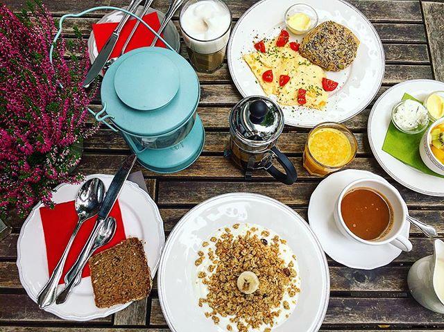 Sunday Breakfast  @_akk_yeah Und man kann sogar noch draußen sitzen ️